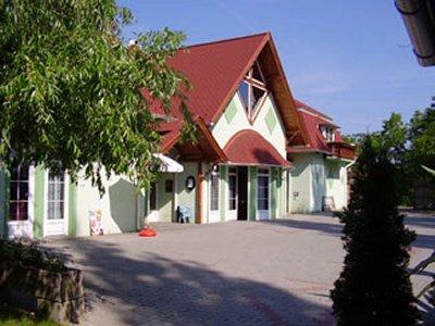 Békástó Panzió Étterem és Kemping szálláshely